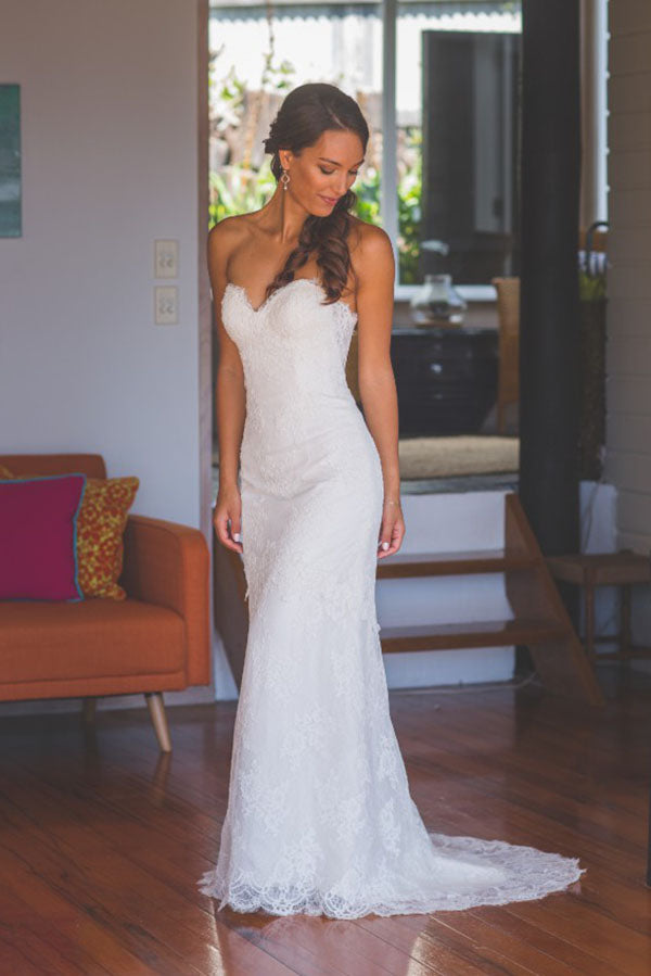 Chic Spaghetti Straps Sweetheart Lace Wedding Dress with Appliques W705