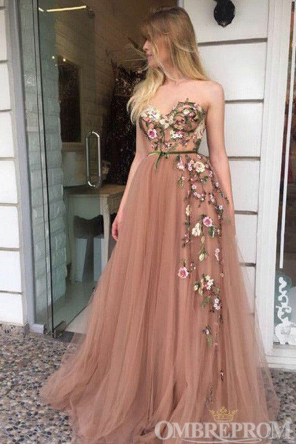 Chic Sweetheart Sleeveless Tulle Prom Dress with Appliques D287