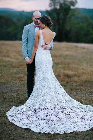 products/Chic_V_Neck_Sleeveless_Mermaid_Lace_Wedding_Dress_W814_2.jpg