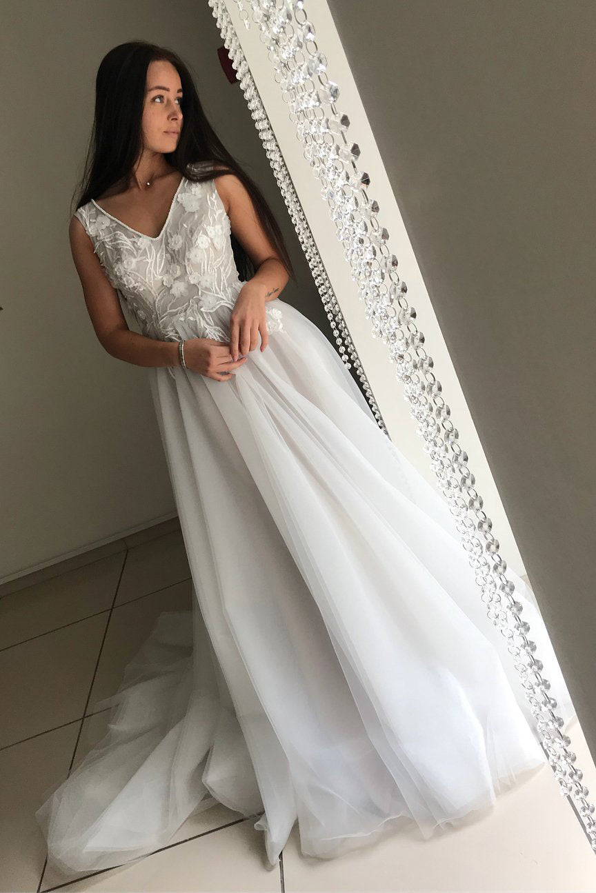 Delicate V Neck A Line Lace Top Wedding Dress with Appliques W745