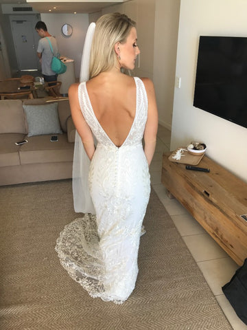 products/Elegant_Deep_V_Neck_Sleeveless_Mermaid_Lace_Wedding_Dresses_W463_2.jpg