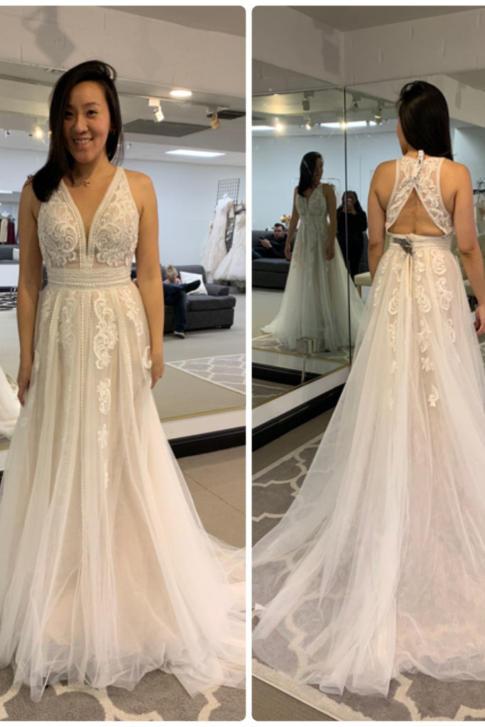 Modest V-neck Ivory Long A-line Open Back Beach Wedding Dresses With Lace Appliques M1013