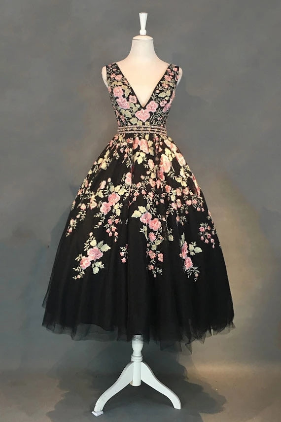 A-line V-neck Floral Tea Length Black Tulle Prom Dresses With Beading M818