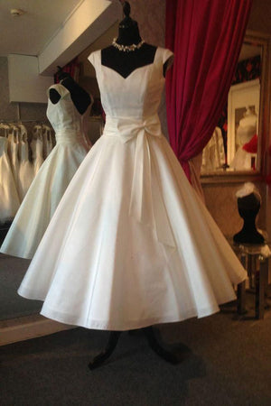 A-line V Back Wedding Gowns,Sleeveless Tea Length Beach Wedding Dress With Bowknot OMW46 - Ombreprom