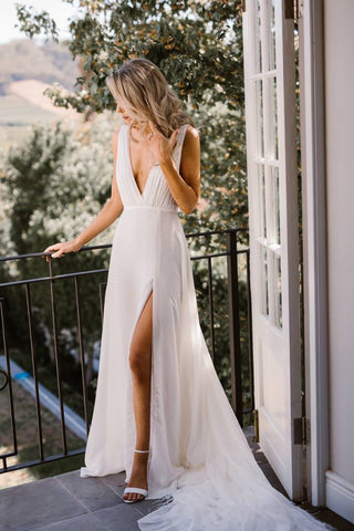 products/Simple_Chiffon_V_Neck_Wedding_Dress_with_Split_Side_Birdal_Gown_W674_3.jpg