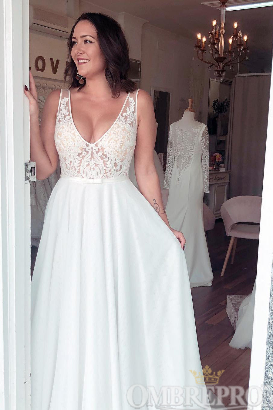 Simple V Neck Sleeveless A Line Lace Wedding Dresses W780