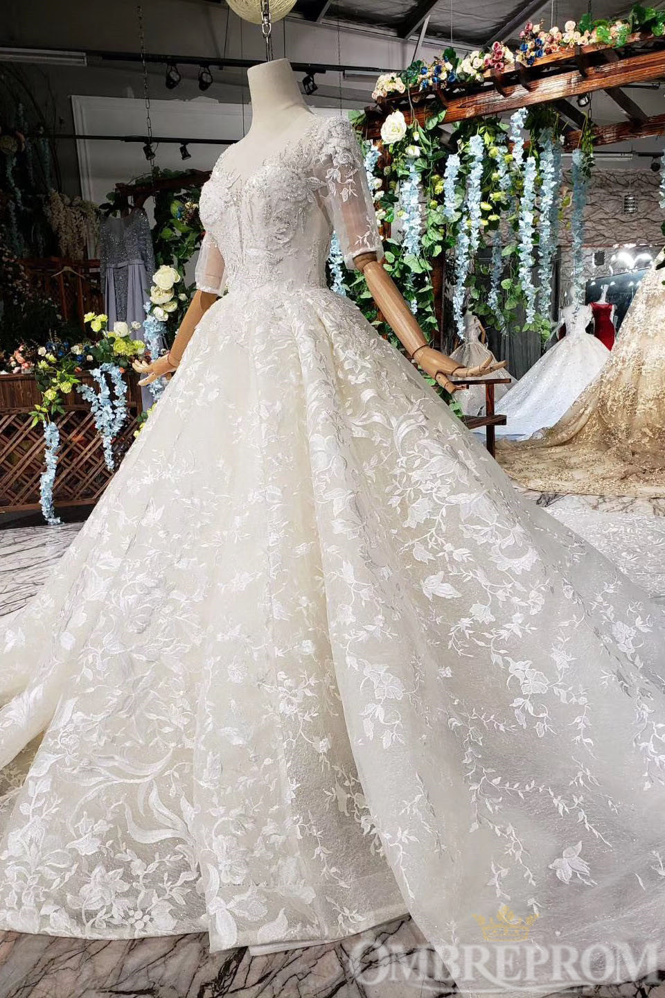 Sparkly Half Sleeves Lace Wedding Dress with Appliques Bridal Gown W715