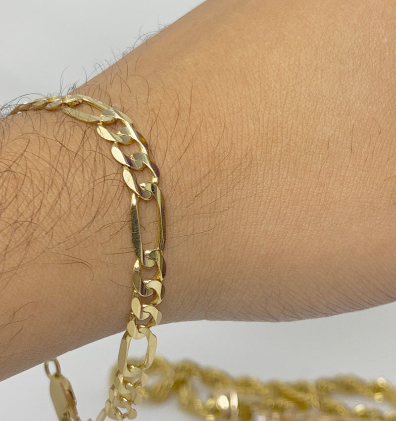 14k real gold! Figaro Bracelet 8 grams 8 inch