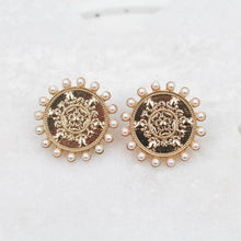 Load image into Gallery viewer, MONEDA EARRINGS IN GOLD