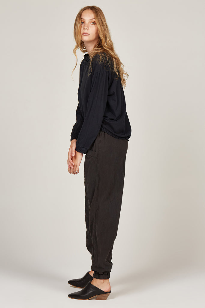 Jas Pant in Noir