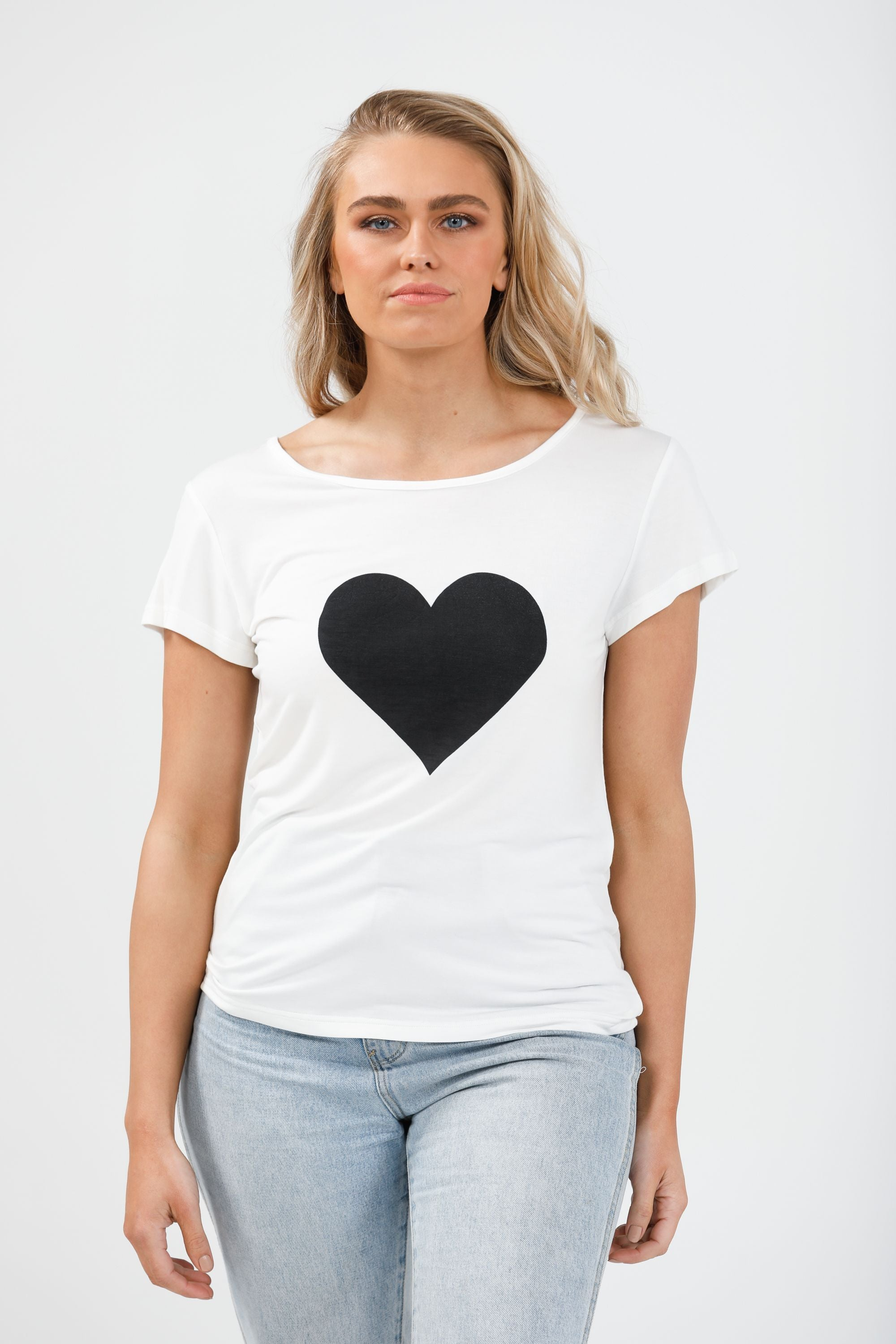 SS Logo Tee HEART in White & Black