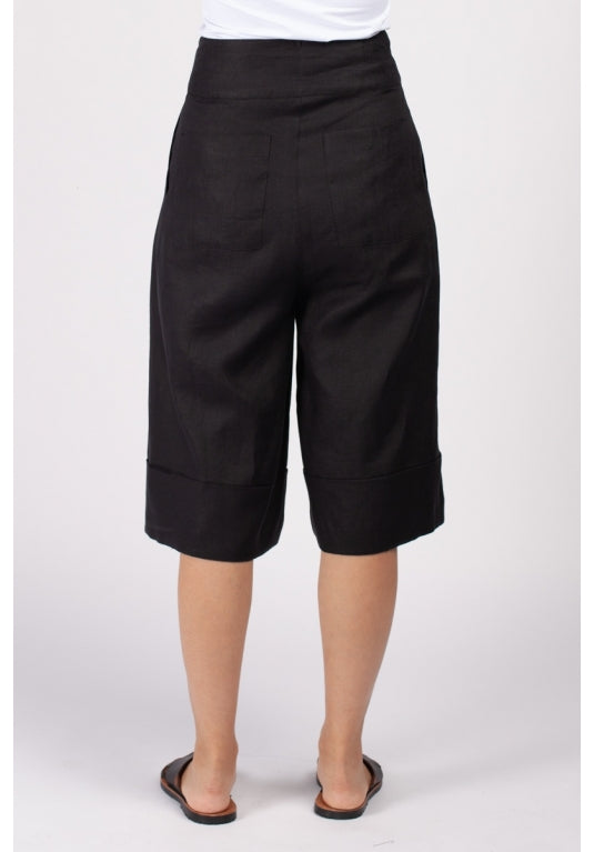 Wind Shorts in Black