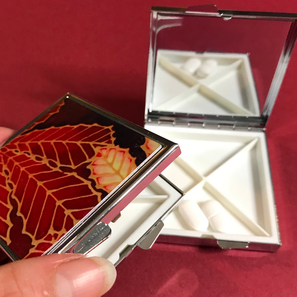 Red Horsechestnut Leaf Large Pill Box - Stud Earing Jewellery Box
