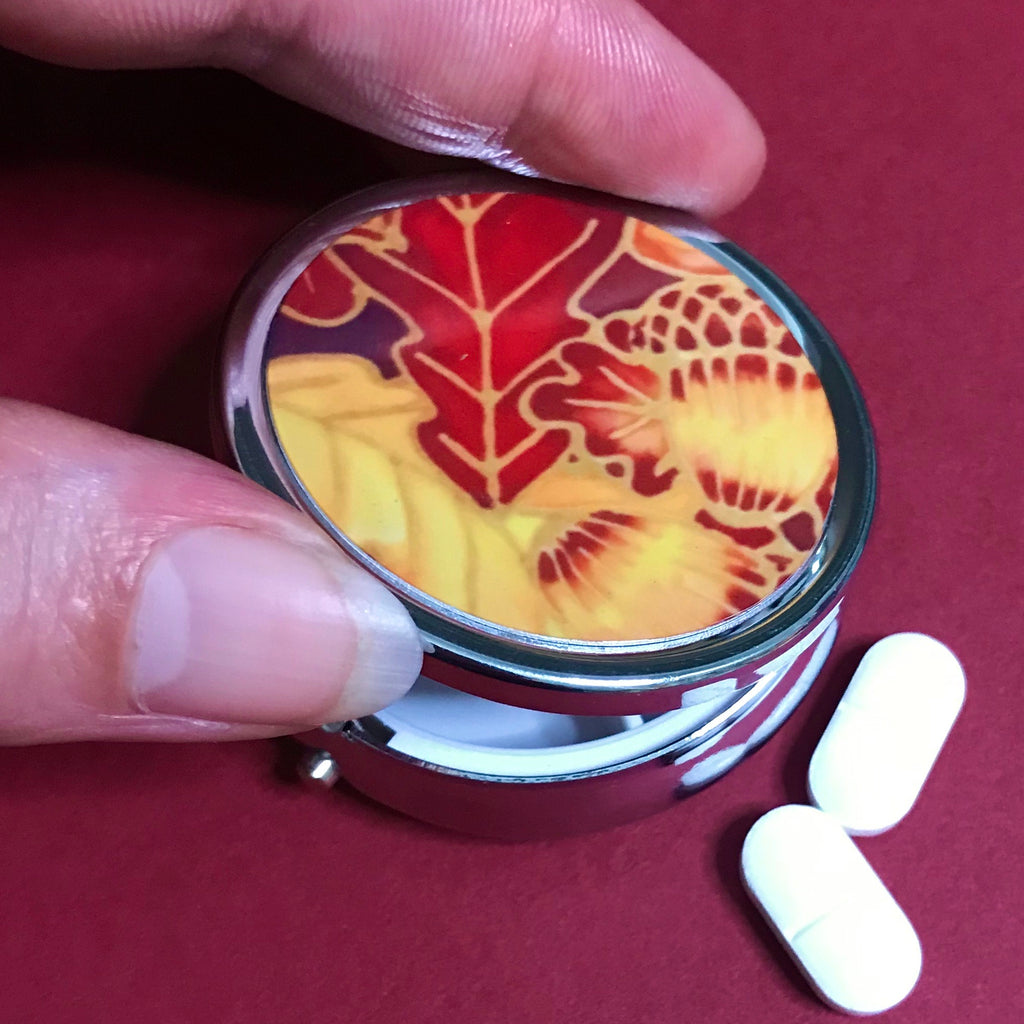 Red Oak Leaves and Acorn Pill Box - Pretty Red Round Box - Stud Earing Jewellery Box - red Butterflies
