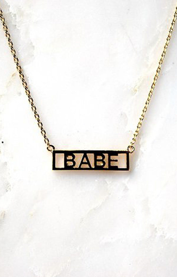 NAMEPLATE NECKLACE - BABE