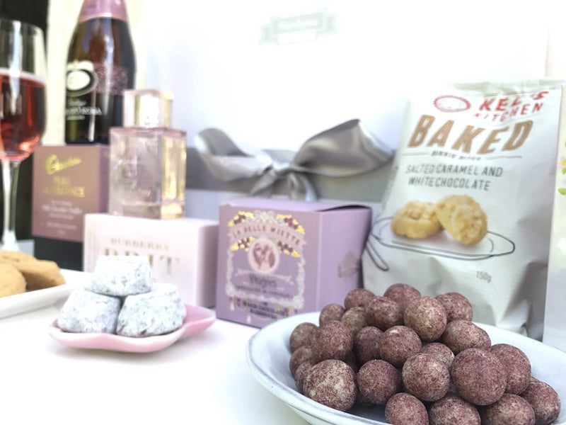 Chocolate and cookies hamper - Photo 2