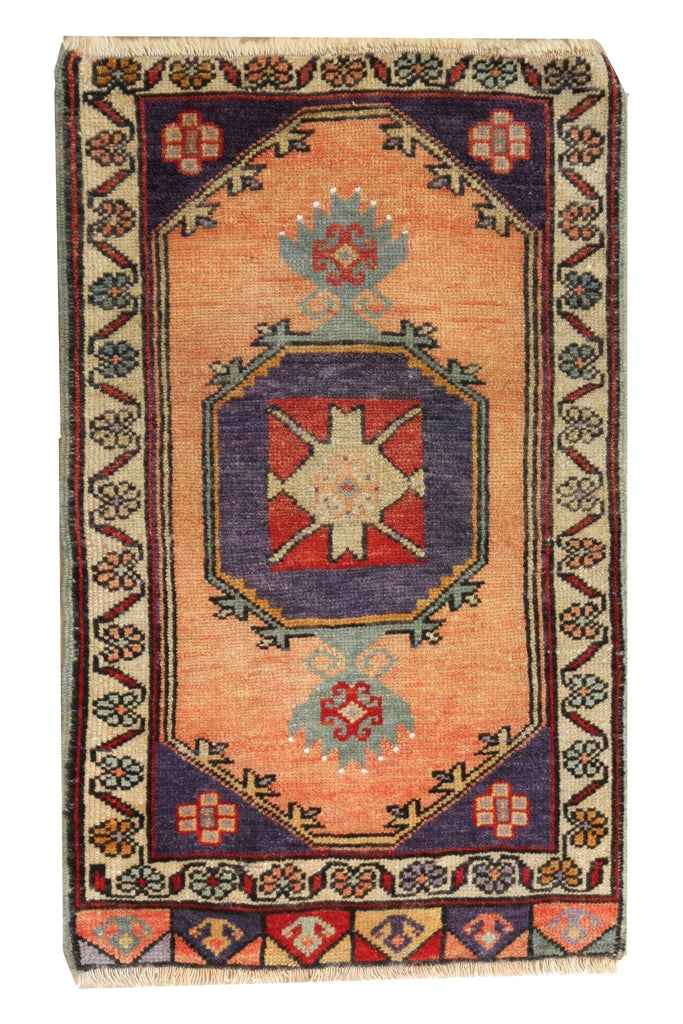 Turkish Vintage Mini Rug No. 227 - 1'6.5'' x 2'8'' - Canary Lane - Curated Textiles