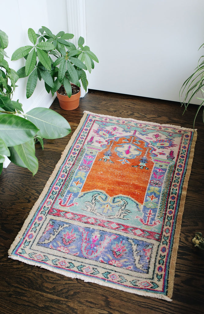 "'Parachute' Small Vintage Turkish Accent Rug - 2'5"" x 3'10"""