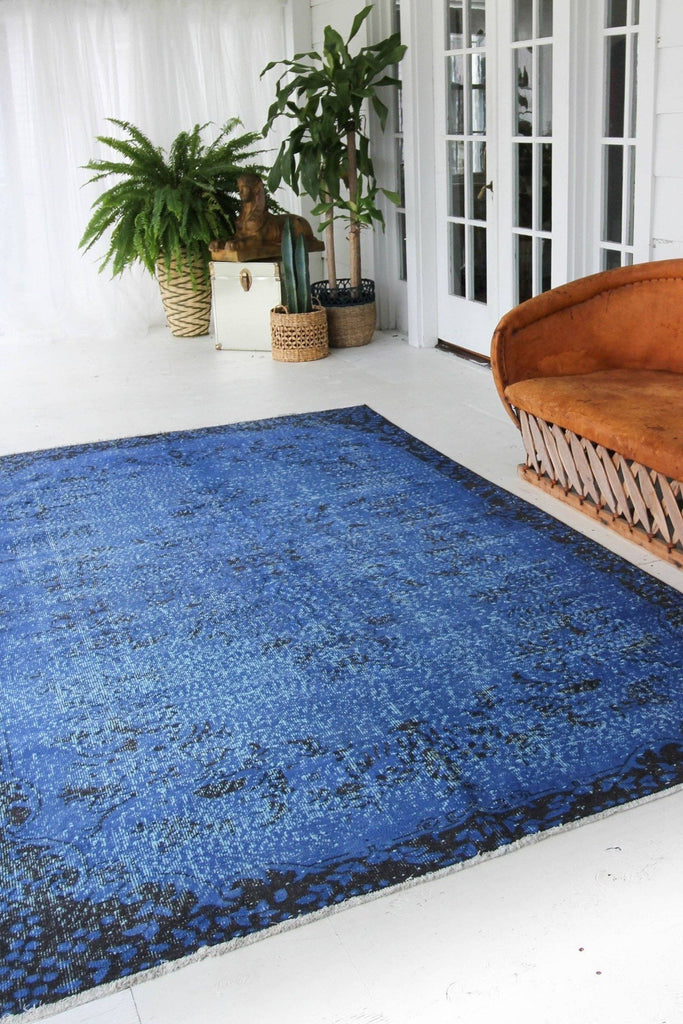 "'Bleu' Vintage Rug - 5'11"" x 10' - Canary Lane - Curated Textiles"