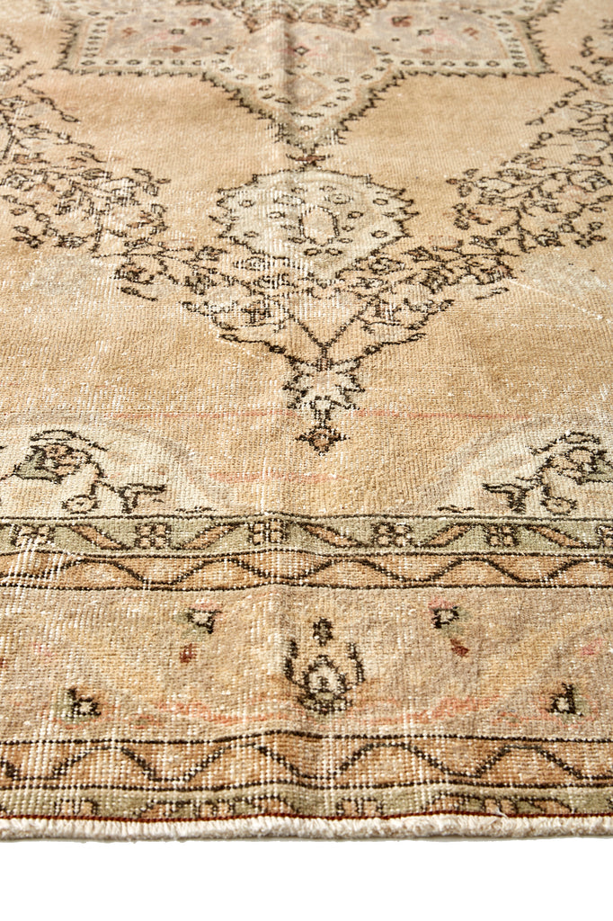 "'Lotus' Vintage Persian Rug - 7'6"" x 11'3"" - Canary Lane - Curated Textiles"