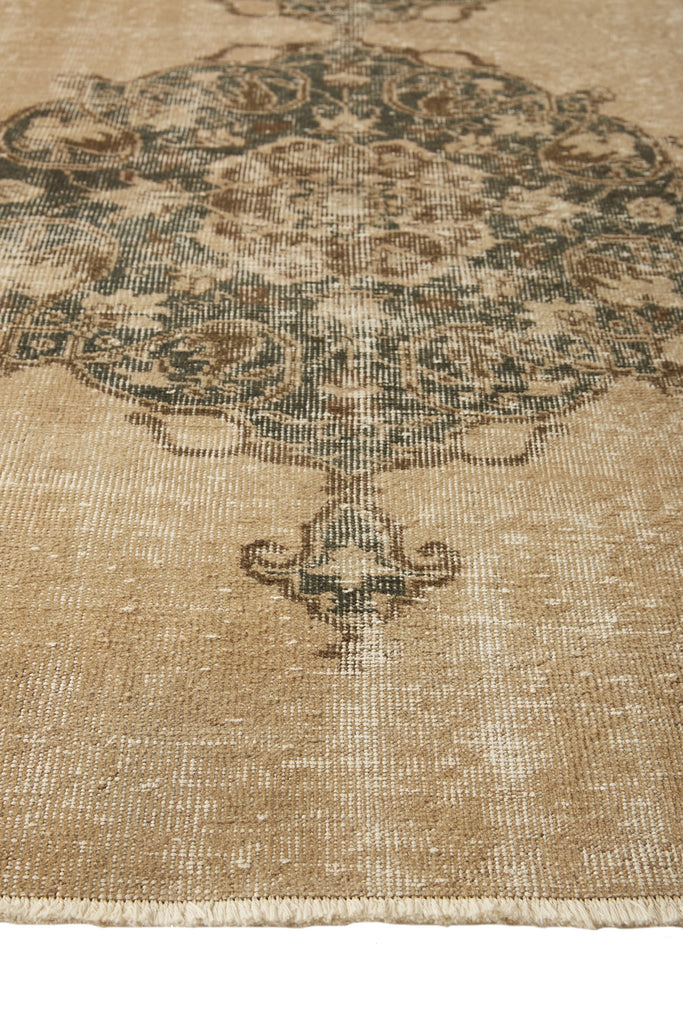 'Accona' Turkish vintage runner- 3'1''x 10'10'' - Canary Lane - Curated Textiles