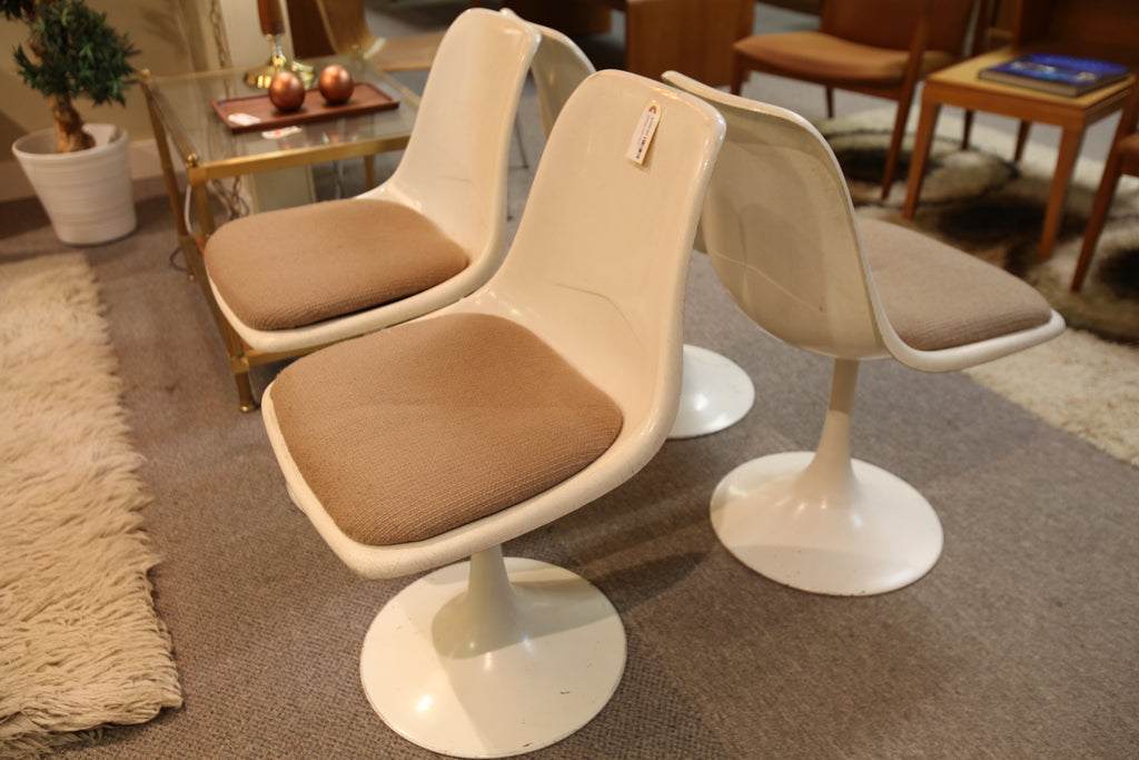 "Set of 4 Vintage Fiberform Tulip Chairs (30""H x 18.5""W)"
