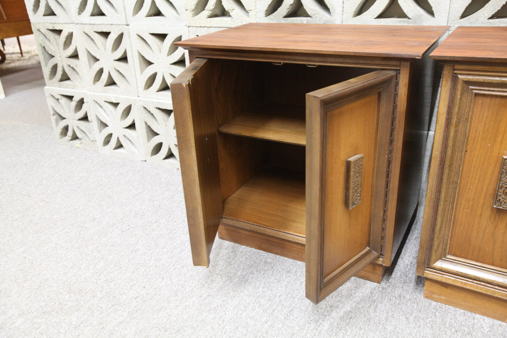 "Set of 2 Vintage Bassett Walnut Night Stands (24"" x 16"" x 24""H)"