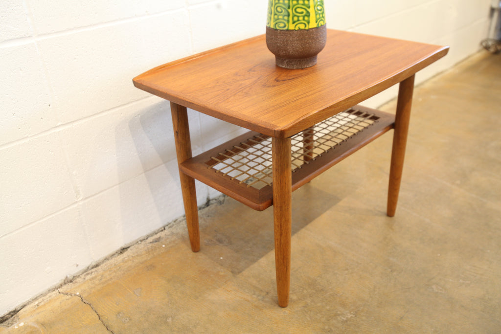 "Vintage Teak Side Table (25.5"" x 18.75"" x 20""H)"