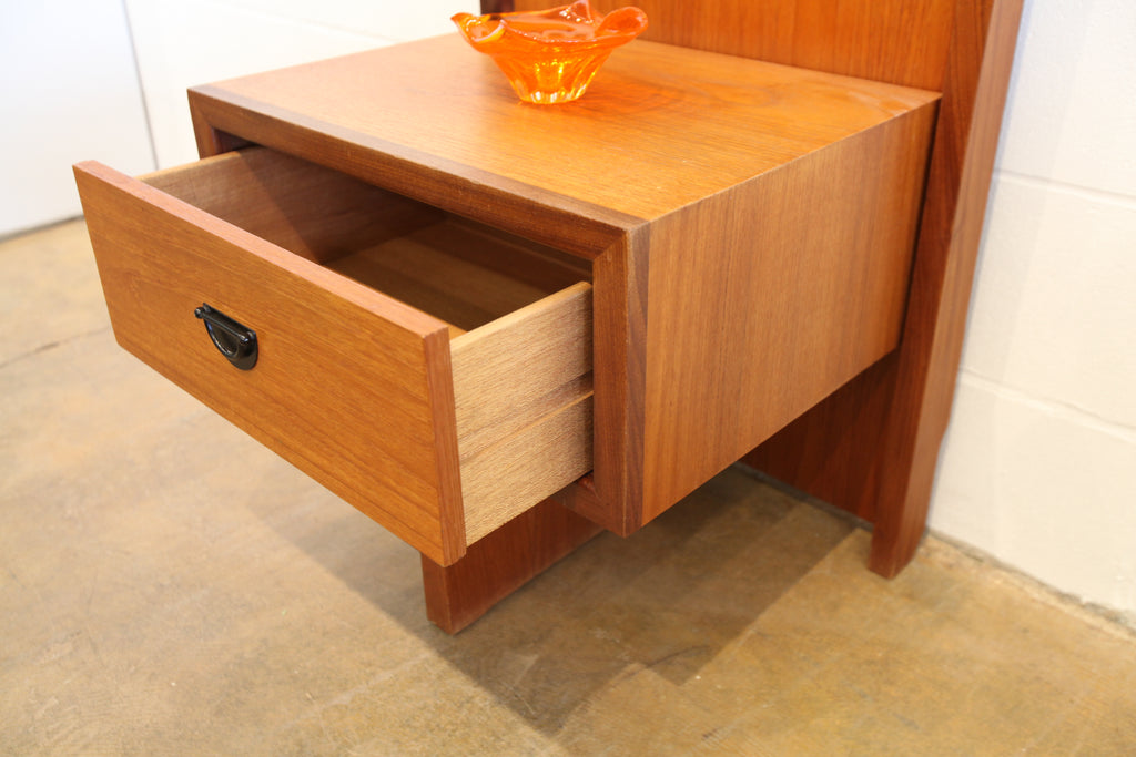 "Vintage RS Associates Montreal Teak Night Stand (22.75"" x 32.5"" x 17.5"")"
