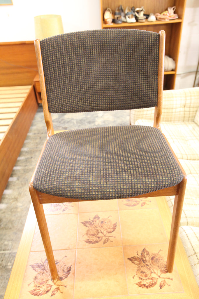 Set of 6 Vintage Teak Chairs in Very Nice Condition.