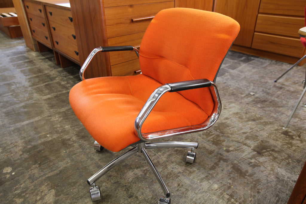 "Vintage Orange Steelcase Chair (24.5""W x 30.5""H x 26""D)"