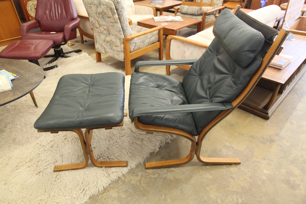 "Vintage High Back Westnofa Siesta Chair & Ottoman (Leather Drk Green) (29""W x 38.25""H)"