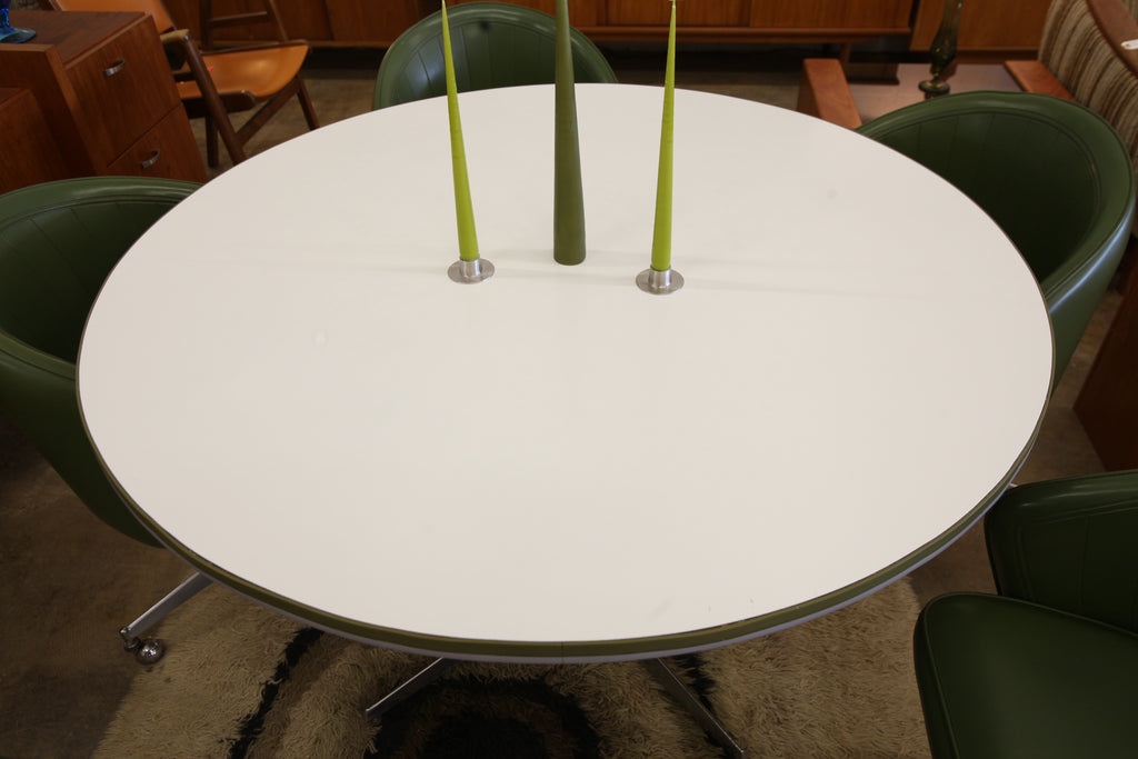 "Retro Vintage Round Table and 5 Chairs (47.5""Dia / 29.5""H)"