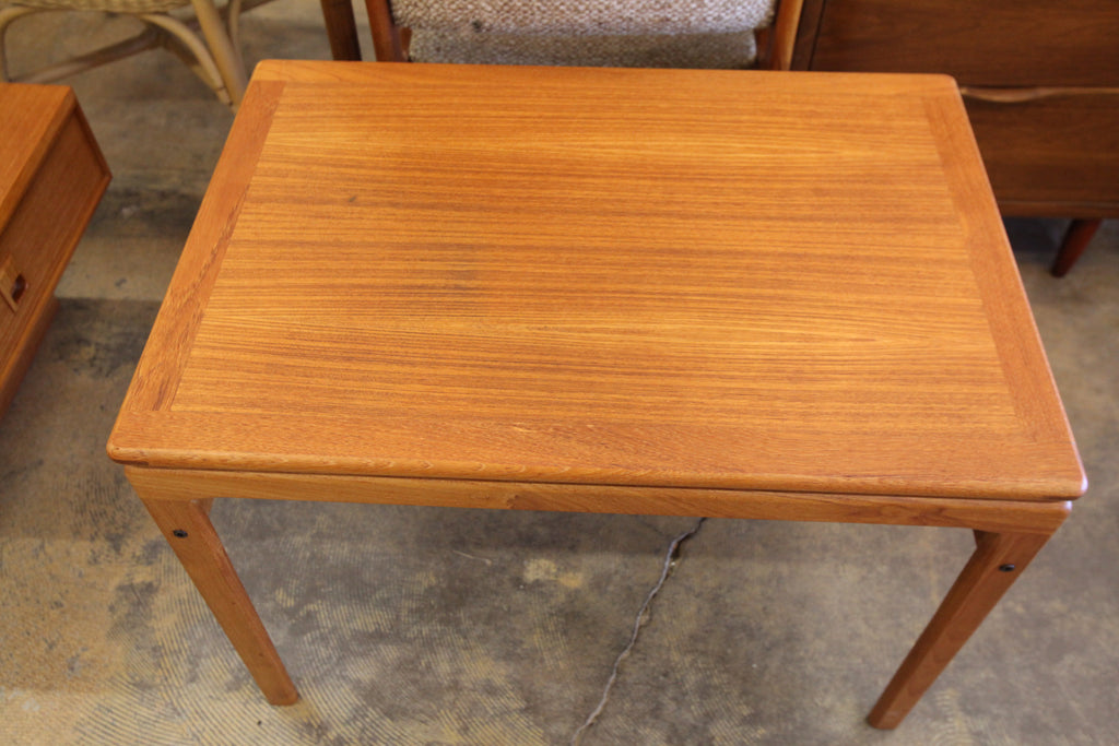 "Vintage Teak Floating Style Side Table (29.5"" x 20.5"" x 21""H)"