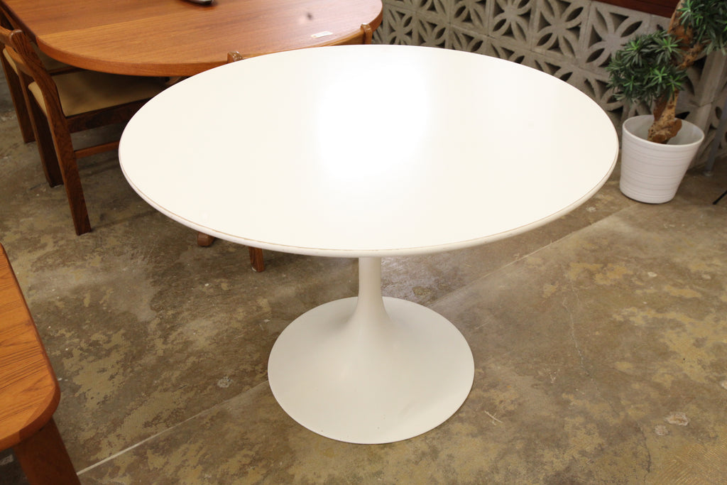 "Vintage Tulip Dining Table (41.75"" Dia x 29.25""H)"