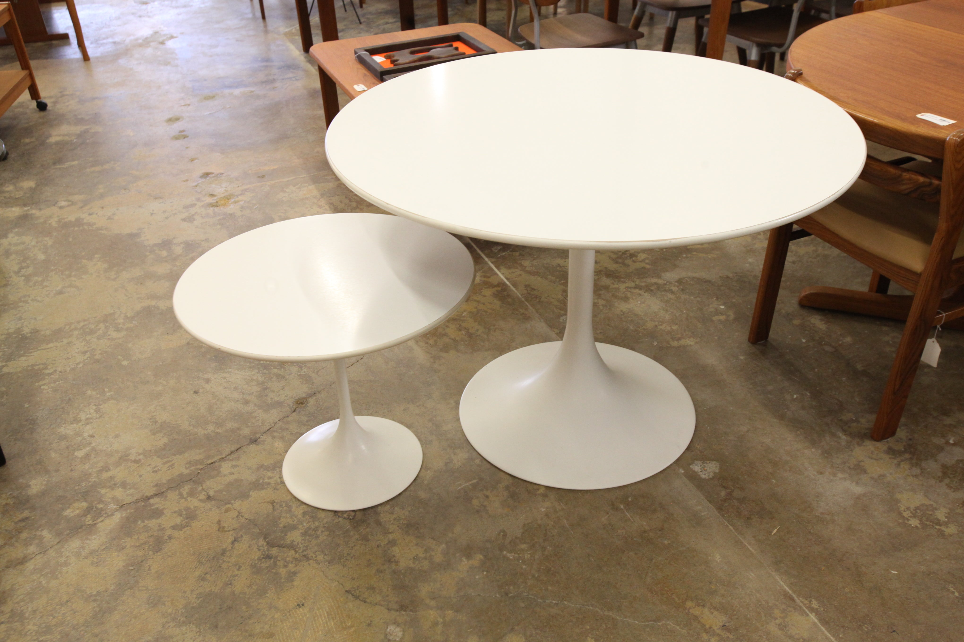 "Vintage Tulip Side Table (23.75"" Dia x 19.75""H)"
