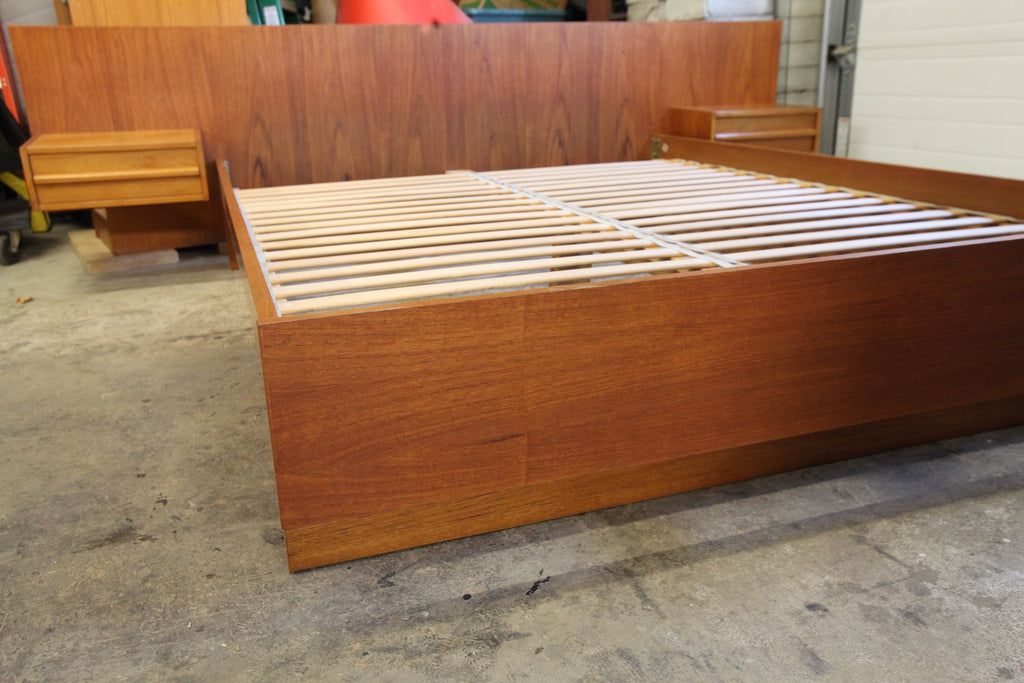 "Vintage Teak Queen Bed w/ Floating Night Stands (102.5""W x 82.25""D x 29.5""H)"