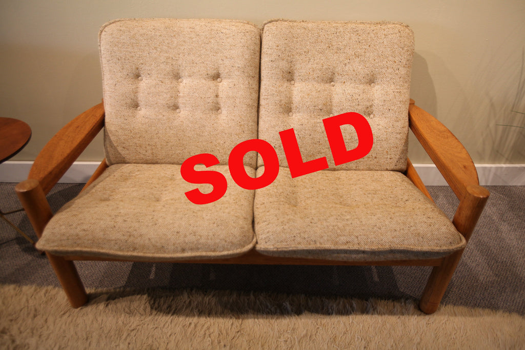 Domino Mobler Danish Love Seat