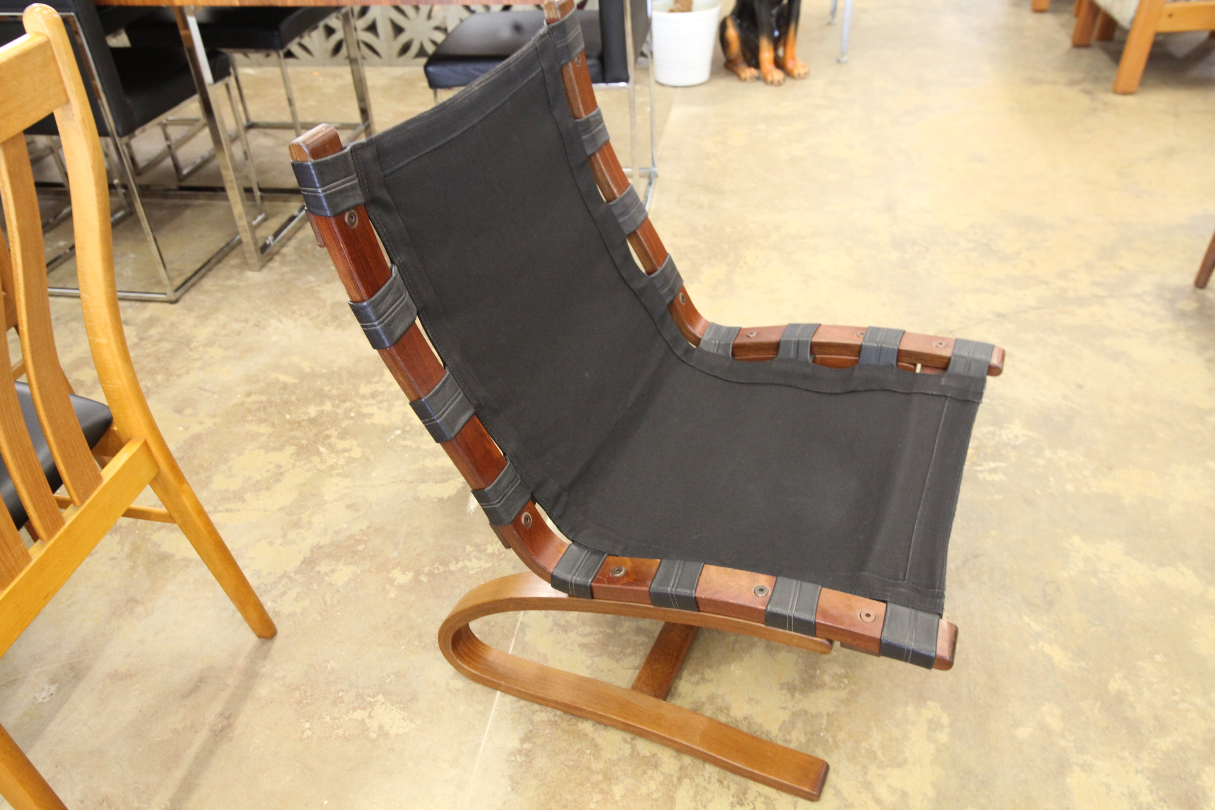 "Vintage Leather Kengu Chair (24""W x 31.75""H x 26""D)"
