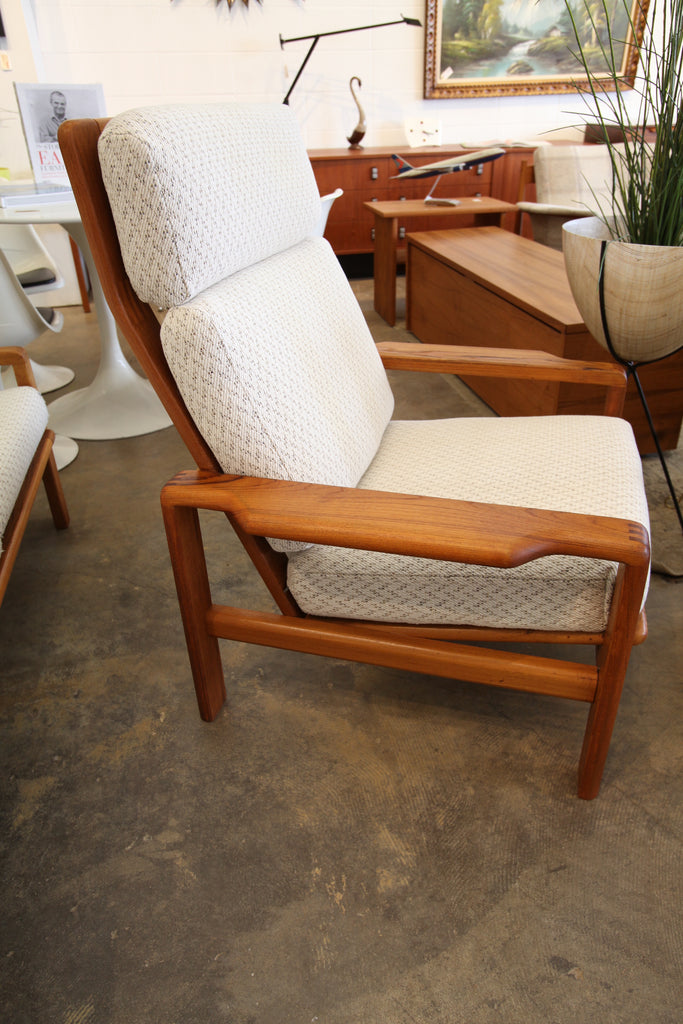 "Beautiful Vintage Teak Framed Lounge Chair (33""W x 32""D x 39""H)"