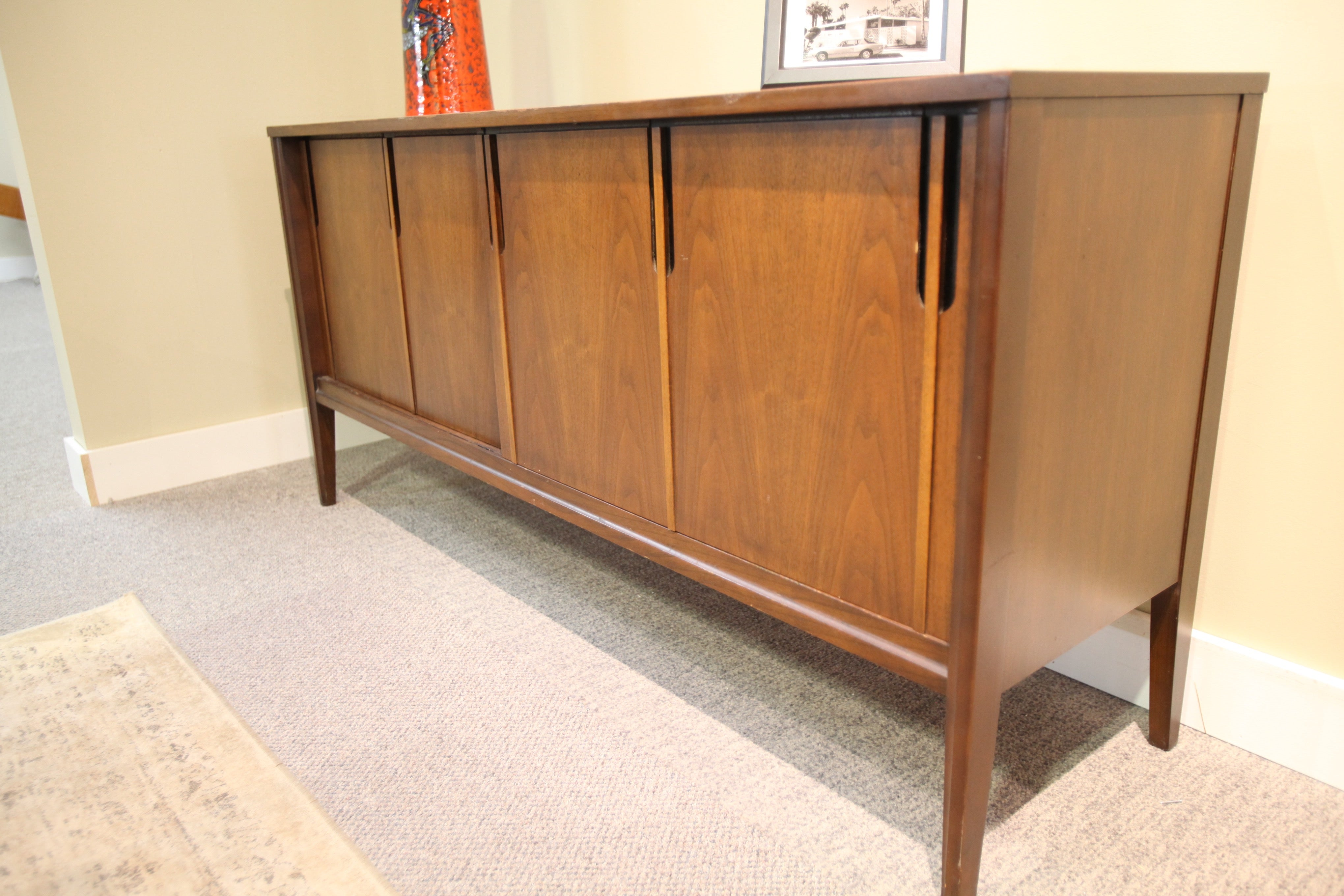 "Deilcraft Walnut Buffet (60""x29""x17"")"