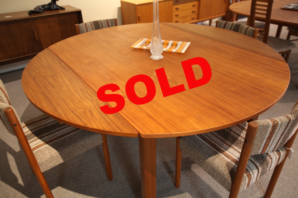 "RS large Round Teak Table with Extensions (68"" x 68"") or (43.75"" x 68"")"