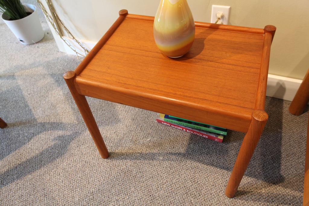 Small Teak Side Table (21.5 x 15.5 x 17.75)