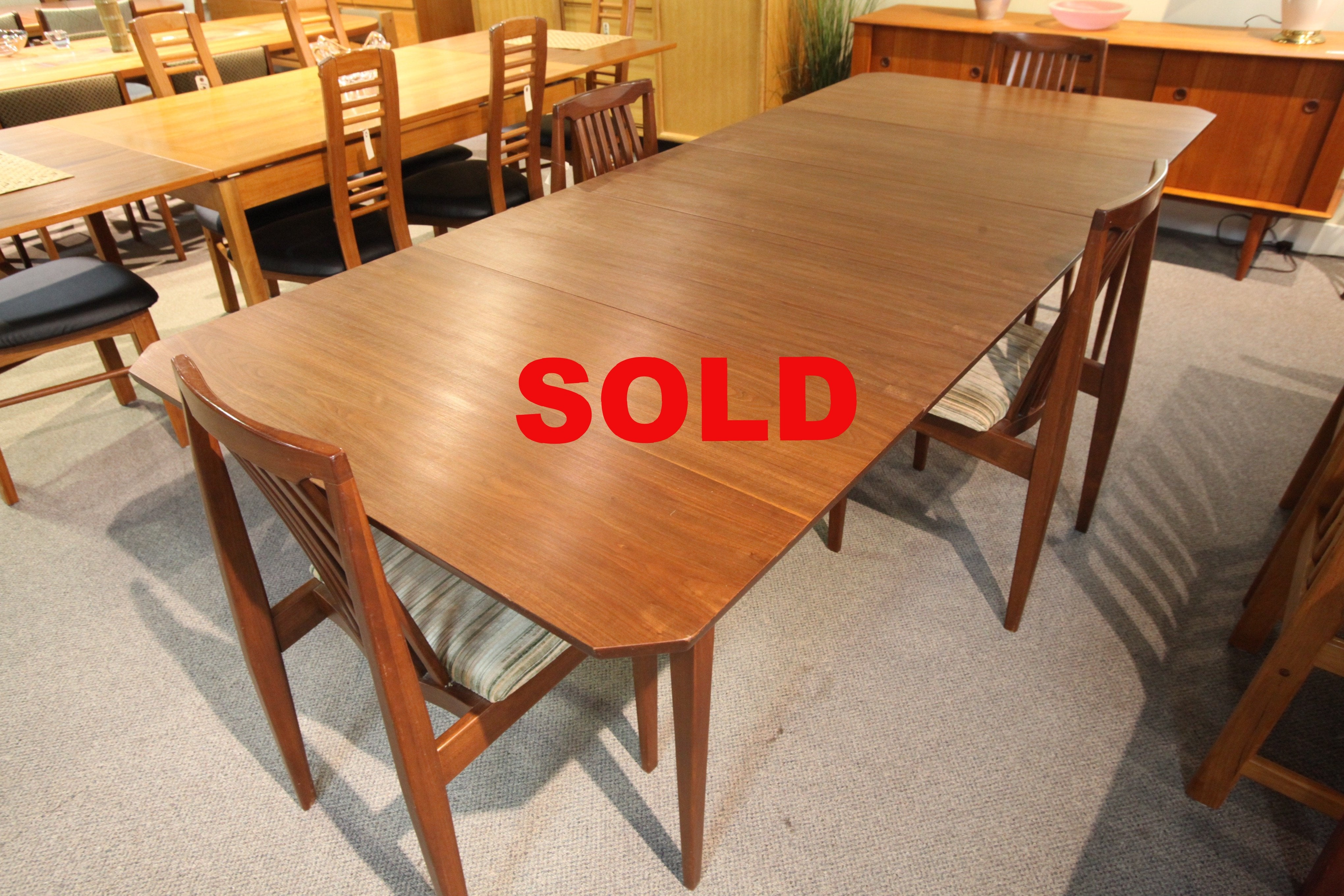 "Honderich 1960's Walnut Table w/3 leafs (46""L x 41.5""W) (97.75""L x 41.5""W)"