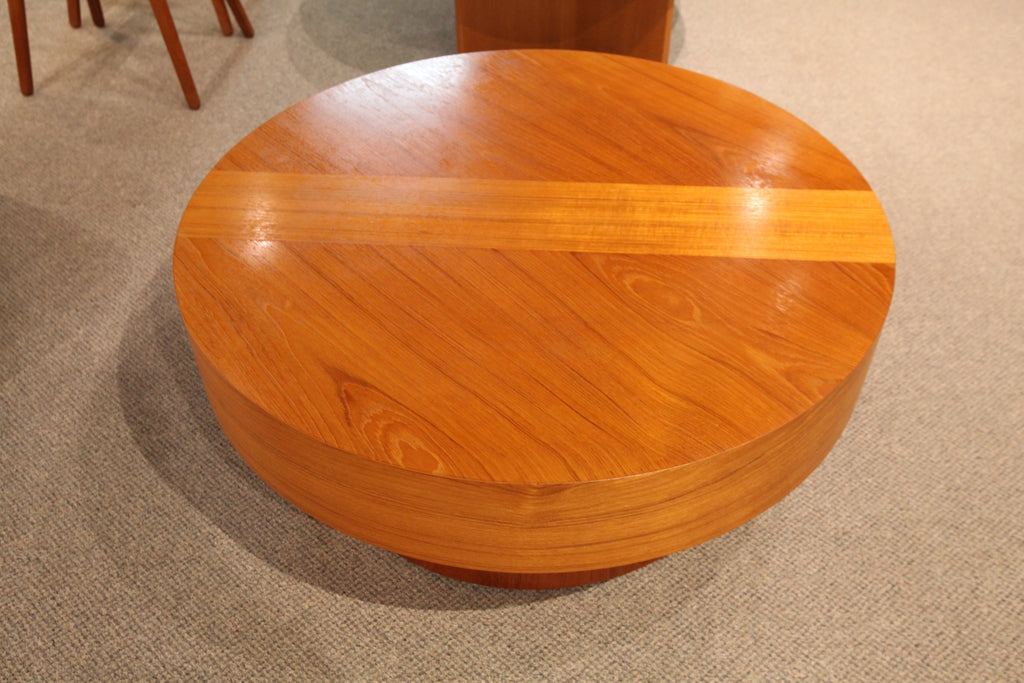 "RS Associates Montreal - Round Teak Coffee Table (36"" x 15.5""H)"
