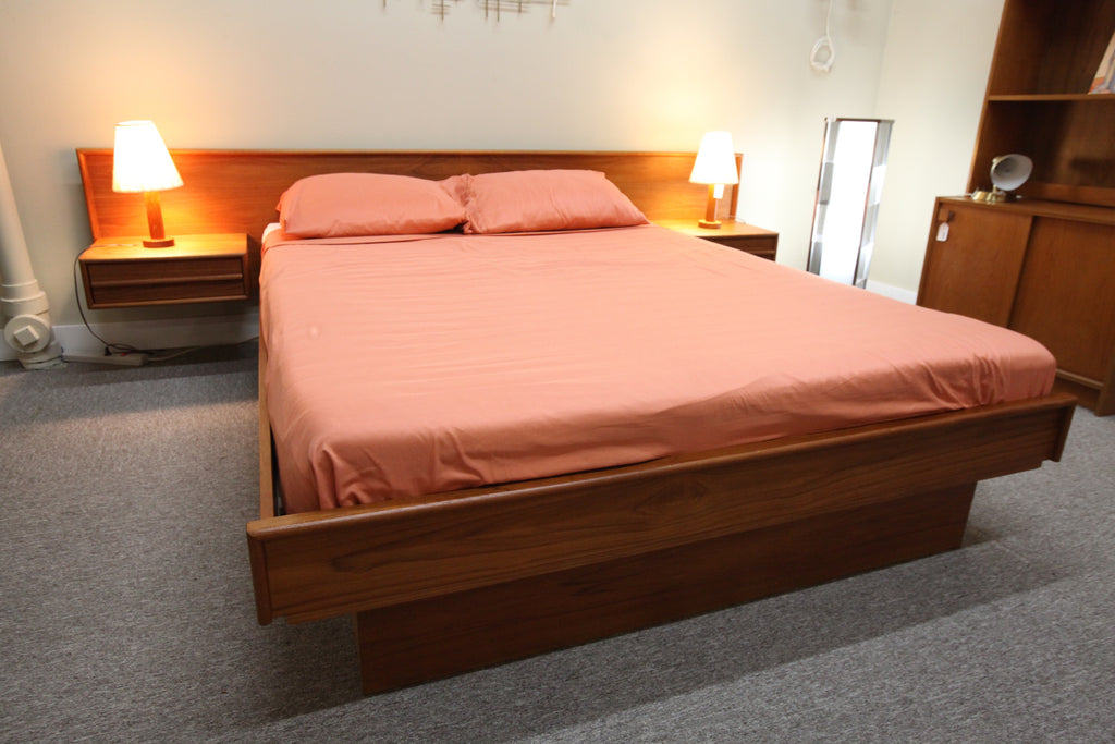 "Teak Queen Floating Bed w/Night Stands (Headboard 104.5"")"