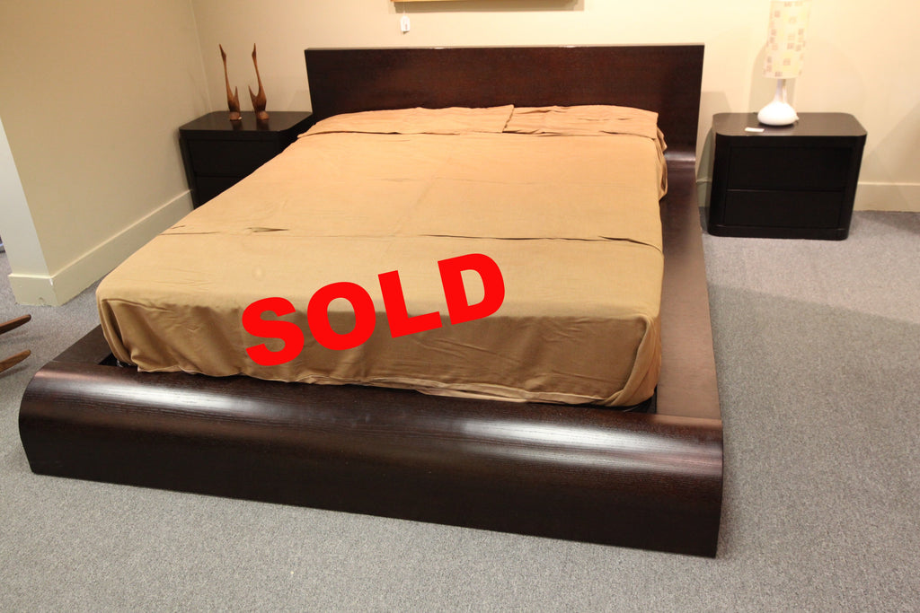 "Queen size Flo Bed  (72.75""W x 90""L)"