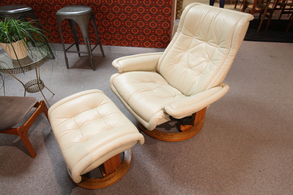 Ekornes Stressless Leather Recliner and Ottoman (Cream colour)