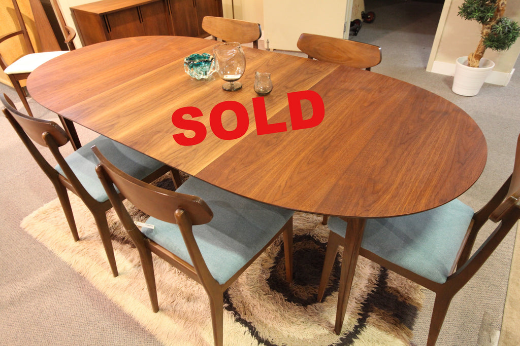 "Vintage Deilcraft Walnut Dining Table w/2 Leafs (84"" x 40"") or (54"" x 40"")"