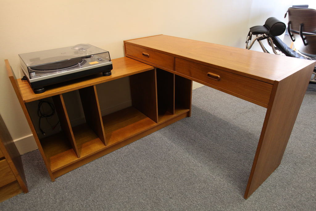 "Vintage Teak Entertainment / Stereo Stand.  (Expands from 47.5""-93"")"